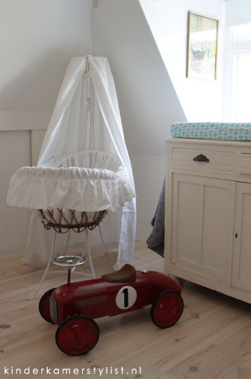 Retro kinderkamerstylist for Muurdecoratie babykamer