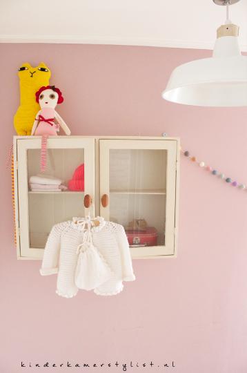 Kleurrijk kinderkamerstylist - Babykamer kleine ruimte ...