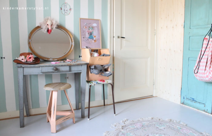 Make-up tafel kinderkamer