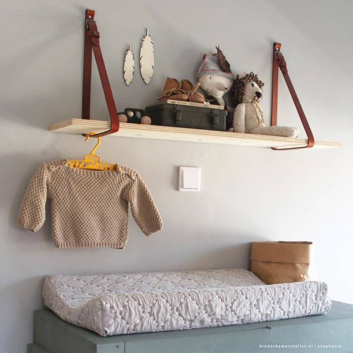 Wandplank kinderkamerstylist for Plank boven bed
