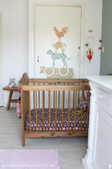 Kleurrijke babykamer letterbak thuis lievekeet slaapkamer ideeen verf houtkachel slaapkamer - Verf babykamer ...